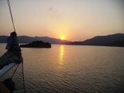 Ondergaande zon op de Egeïsche zee